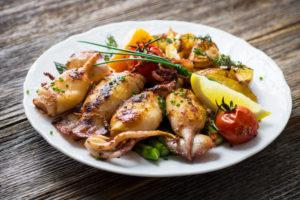 Njut av grillad bläckfisk med cava eller mousserande vin