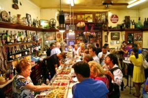 El Xampanyet en stor cava plats i Barcelona